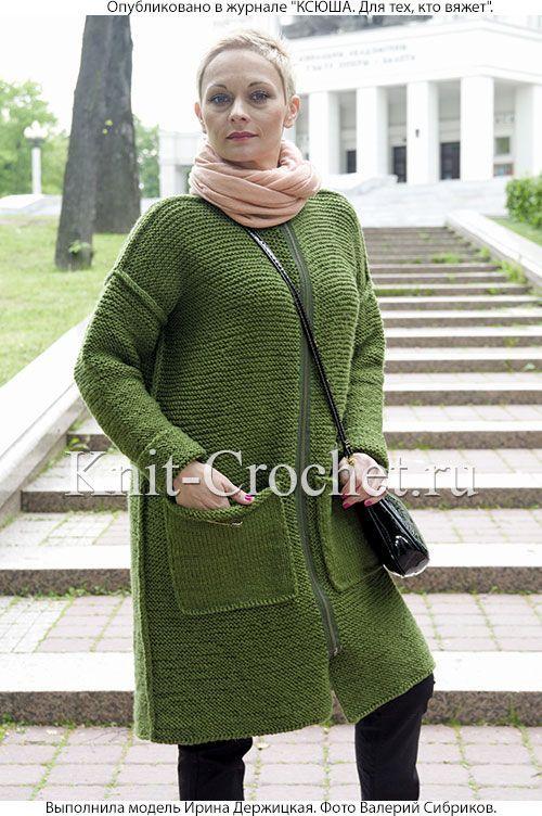 Связанное на спицах женское пальто с накладными карманами 44-46 размера.