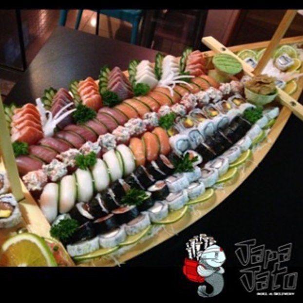 E esse super barco hein? 3269-3229 #japajato #japa #japinha #sushi #salmao #atum #camarao #sashimi #makimono #combinado #delivery #32693229 #temaki #bigroll #melhorjapadorio #instafood #vejario #olegario #jardimoceanico #barradatijuca #gastronomia #japanesefood #riodejaneiro #rioshow #comerbem #comidasaudavel #vejario #food #rj #rodizio #promocoes by japajato