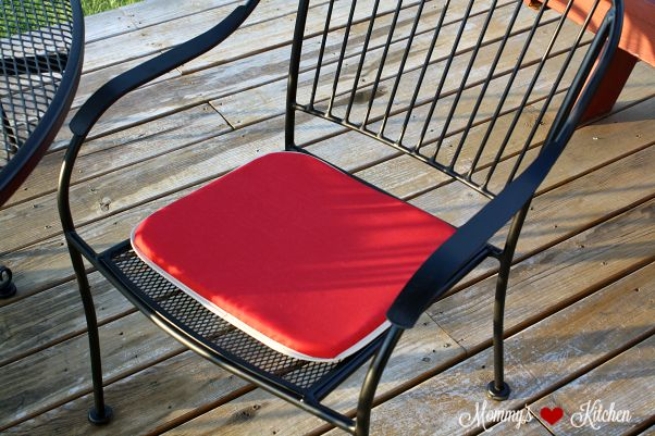 Mommy's Kitchen - Recipes From my Texas Kitchen!: Thrifty Decorating: Refreshing Old Patio Furniture