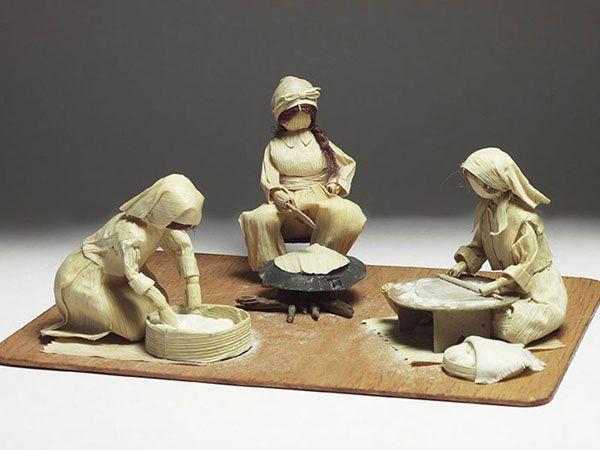 Advanced corn husk dolls