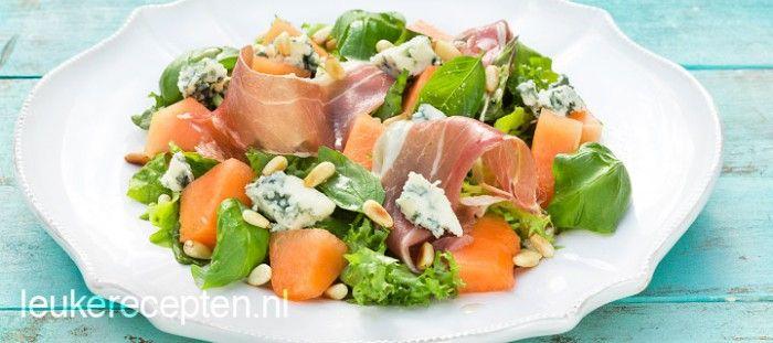 Zomerse salade met meloen en blauwschimmelkaas