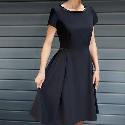 kleines schwarzes n hen entworfen von guido maria kretschmer schwarz. Black Bedroom Furniture Sets. Home Design Ideas