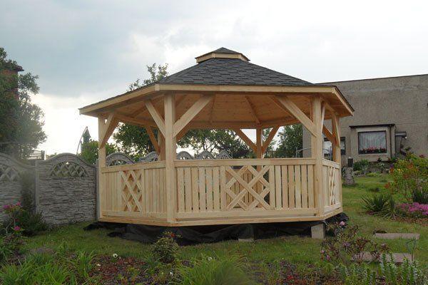 Piękna jesienna pogoda zachęca do spędzania popołudnia w ogrodzie. Warto więc pomyśleć o nowej altanie :)  http://www.kreocen.pl/kategoria/Pawilony-altany-i-domki-2_379.html