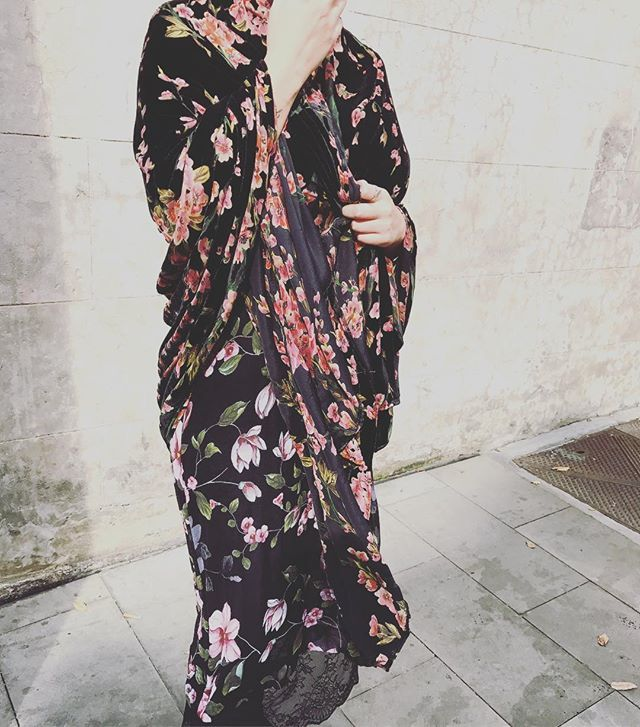 Mixing and layering our florals... #floralprintdresses #flowers #silkwrap #winter