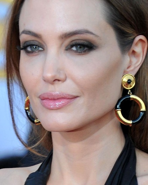 Smoky eyes and natural lips for Angelina Jolie