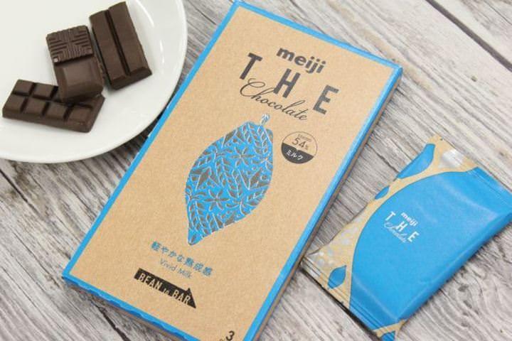 板チョコ『明治ザ・チョコレート』シリーズから、新フレーバー「軽やかな熟成感ビビッドミルク」が発売される。