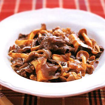 きのこたっぷりビーフストロガノフ風 | 柳原るりさんの煮ものの料理レシピ | プロの簡単料理レシピはレタスクラブニュース