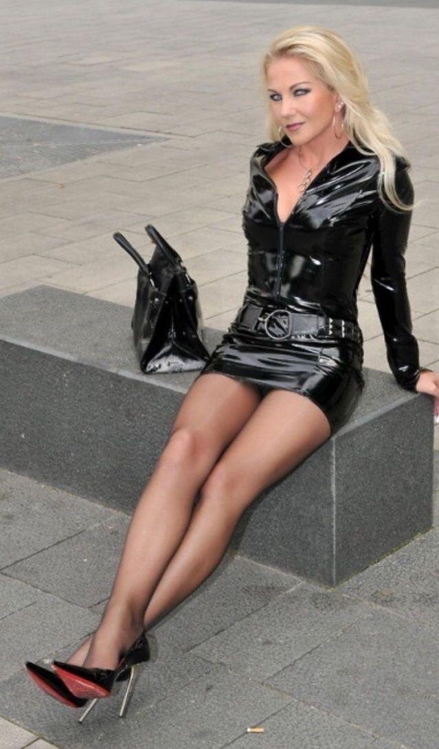 леди в мини юбках фото - 6