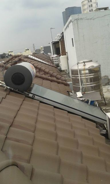 Service Refarasi Wika Water Heater 081914873000 Wika swh bekerja dengan prinsip Thermosiphon,air yang mengalami pemanasan akan bergerak ke atas dan masuk kedalam tengki.pada saat bersamaan,air dalamtengki yang bersuhu rendah terdorong turun masuk kedalam panel kolektor. Kondisi ini terus berkesinambungan sehingga terjadi sirkulasi pergantian air secara otomatis yang mengakumulasi peningkatan suhu air dan menghasilkan panas.