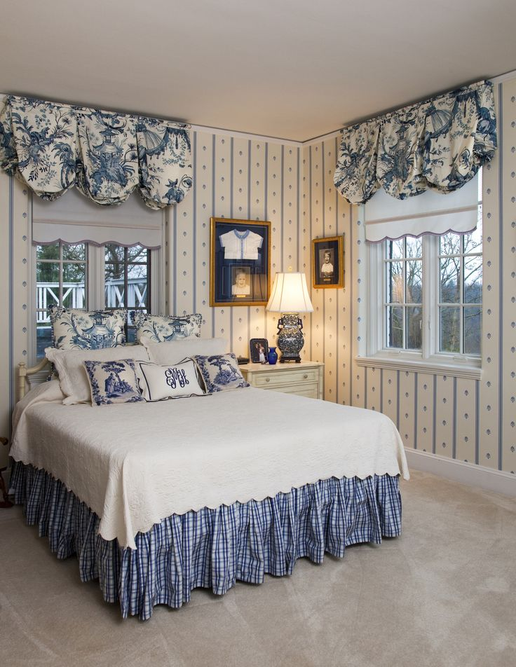 Best 25 Blue white bedrooms ideas on Pinterest  Navy master bedroom Blue bedroom colors and