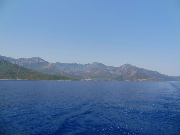 Leaving Kipirissi behind and heading south...