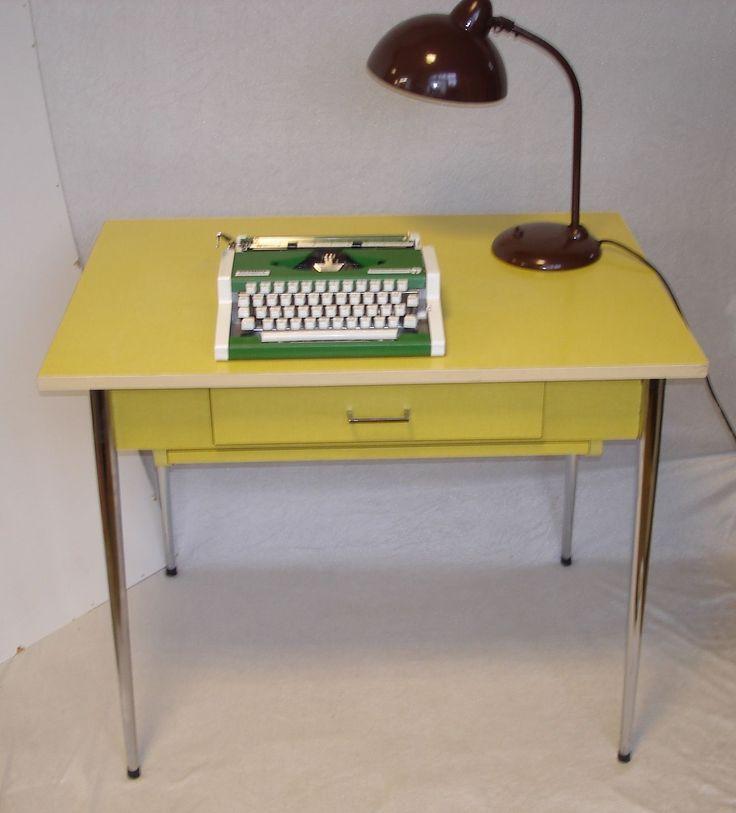 60er Küchentisch / Schreibtisch m Schublade + Auszug, Resopal gelb, Chrom-Beine in Antiquitäten & Kunst, Design & Stil, 1960-1969 | eBay