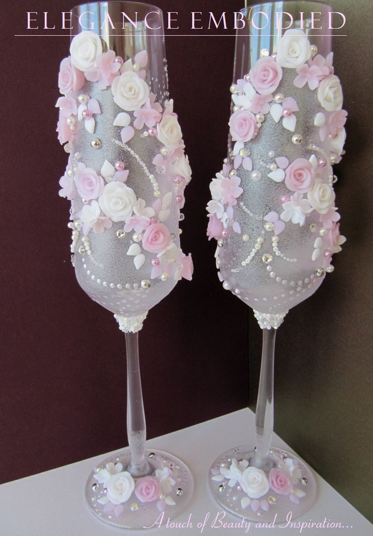 Custom made wedding toasting glasses. Soft colours: white and soft rose... Looks very elegant.