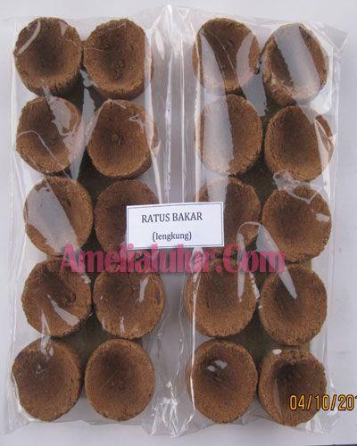 Traditional Ratus V Spa Bakar terbuat dari rempah dan akar pilihan seperti patchouli, cempaka putih, menyan madu yang diramu secara tradisional yang berfungsi untuk perawatan kewanitaan seperti mencegah keputihan, gatal-gatal & aroma tak sedap