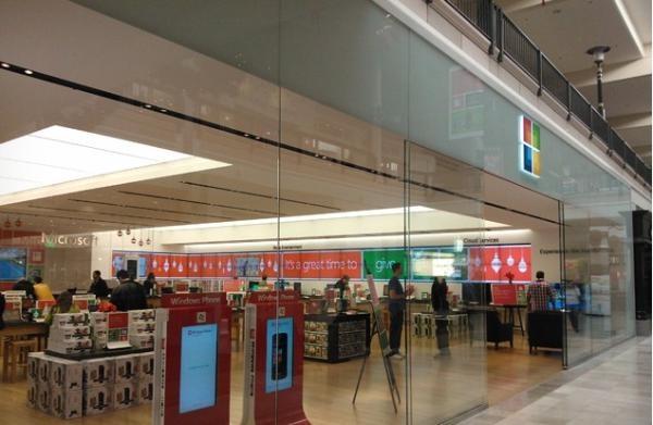 Microsoft vuole invadere il mercato con 32 negozi temporanei