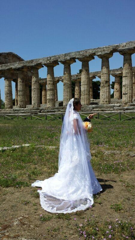 Matrimonio da sogno a Paestum. L'Atelier Elena Colonna veste la sposa, la mamma e la sorella della sposa.