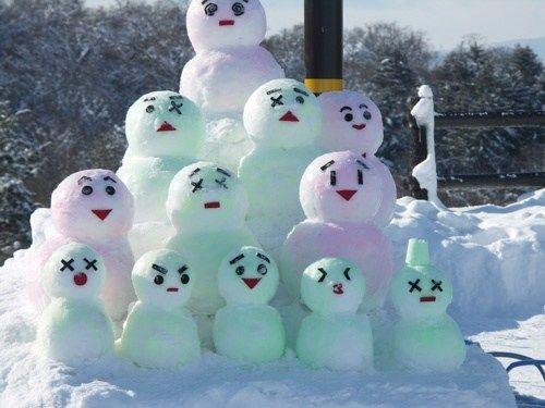 Une famille de bonshommes de neige! Mignon! ©Fangirl