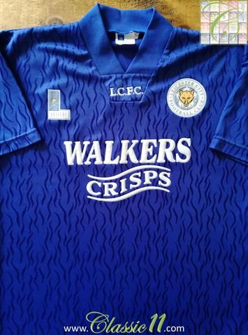Official Fox Leisure Leicester City home football shirt from the 1992/1993 season. Condition of this classic football shirt is 9/10 – Superb (see photos).