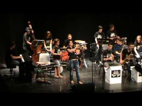 Jul 18, 2010 Pyramide de Duke Ellington. Alba Armengou 9 años (trompeta, voz y percusion) Alba Esteban 10 años ( saxos alto i soprano y percusion) Eduard Ferrer 12 años (saxos alto , tenor i baritono ) Joan Marti 11 años ( saxo alto) Carla Motis 13 años (guitarra , ukelele, banjo y percusion) Magali Datzira 13 años (contrabajo , voz y percusion) Jan Rodriguez 13 años ( contrabajo) Carles Vazquez 14 años (saxos tenor, alto y flauta travesera)