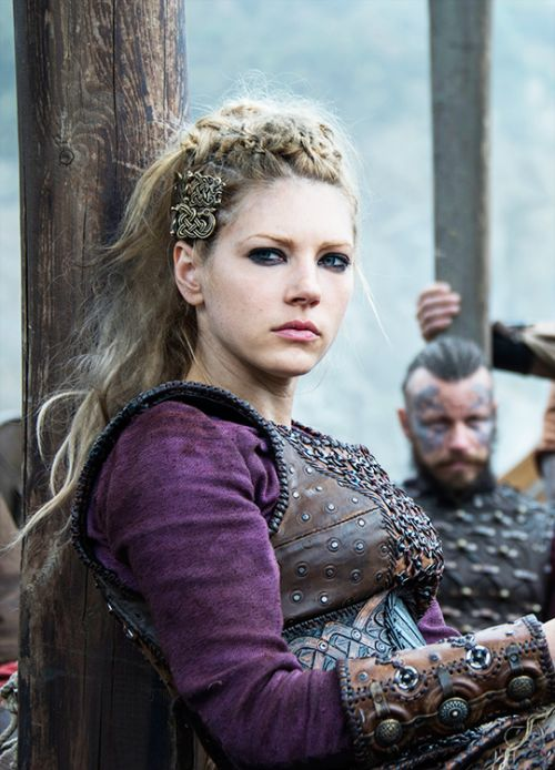 Lagertha - Katheryn Winnick in Vikings, set in the 9th century, season 4 (TV series).