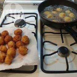 Bolitas de arroz  y queso fritas