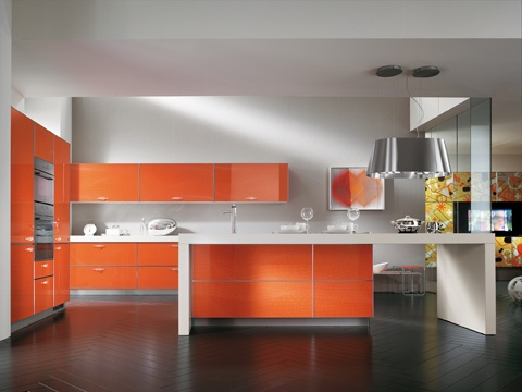 The Flexus door is available in 14 colours and can be used across the entire composition, transforming the room into a vibrant contemporary space | #Scavolini