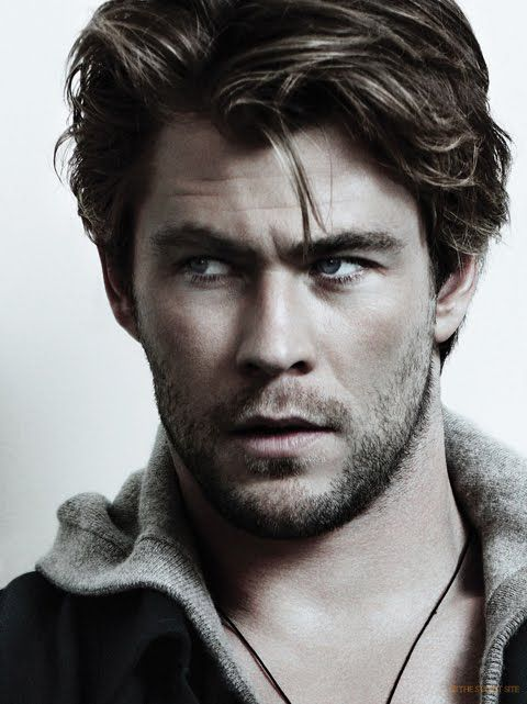 Chris Hemsworth: Wielding a hammer has never looked so sexy <3