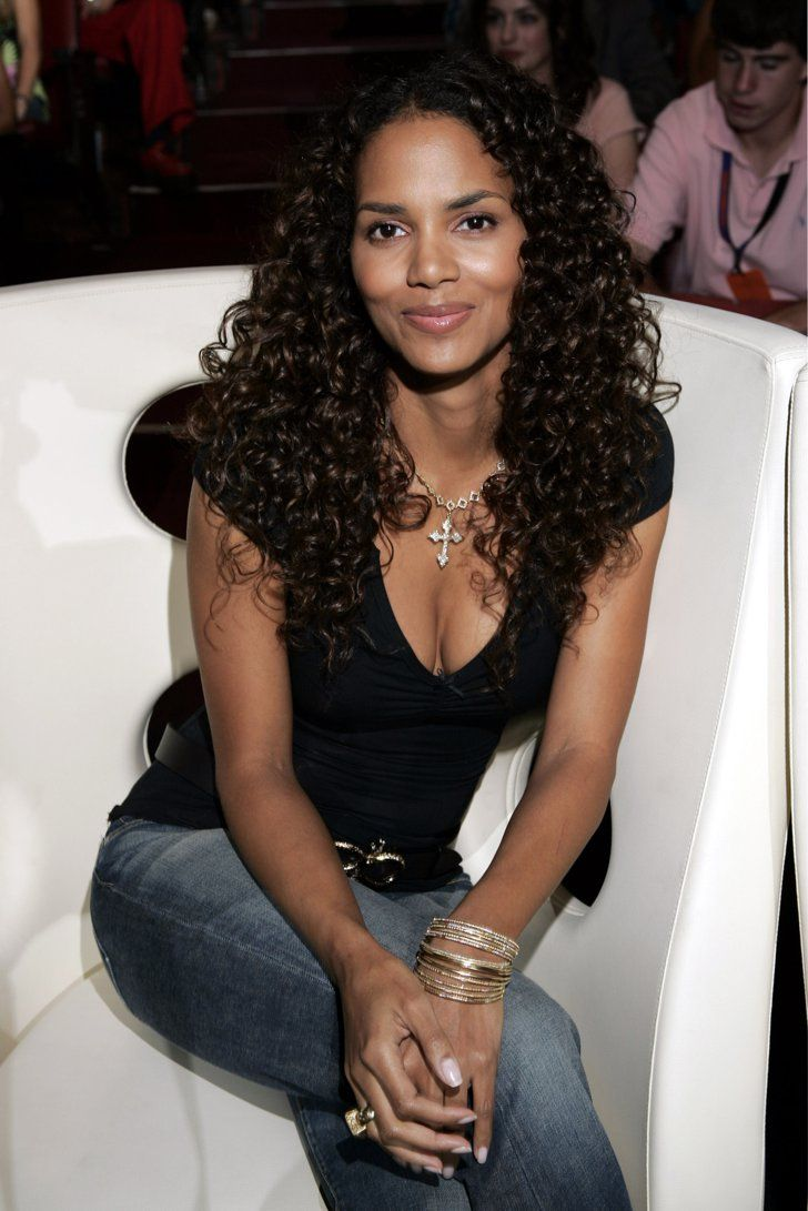 halle berry 2004 halle berry berry und halle. Black Bedroom Furniture Sets. Home Design Ideas