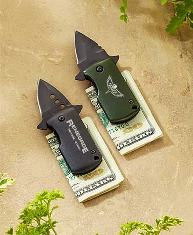 Men will love adding this ultra-wide Renegade Money Clip Knife totheir collection. The black tanto blade is sleek, handy and easy to open. The lightweight