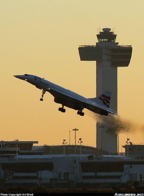 British Airways Concorde spewing hot exhaust on takeoff