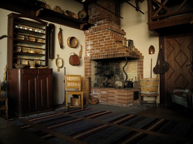 folkthings:  A tupa is the main room in a traditional Finnish farm home and serves as a kitchen, dining room, living room and even bedroom. Most of the furniture comes from Pohjanmaa (Ostrobothnia), a coastal province in northwestern Finland where peasant architecture and decoration peaked at the start of the 19th century.source