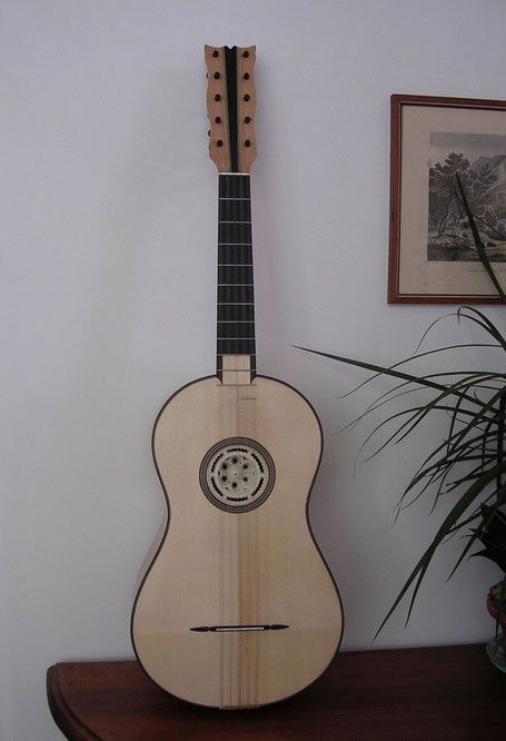 Chitarre battenti, chitarre classiche, chitarre romantiche, chitarre acustiche e chitarre barocche della Liuteria Scala