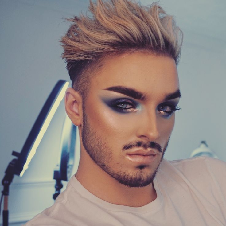 Make-up for men, ideas and designs for modern men. Make-up for parties, newspapers or for costume events. Men Wearing Makeup, Male Makeup, Sfx Makeup, Costume Makeup, Eyeshadow Makeup, Drugstore Mascara, Best Mascara, Gay Costume, Fantasy Makeup