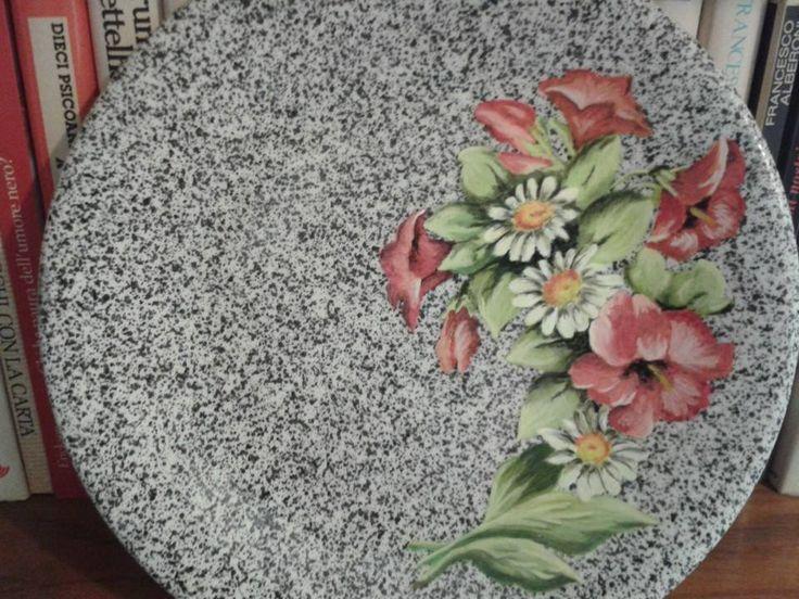 Piatto decorato ad acrilico