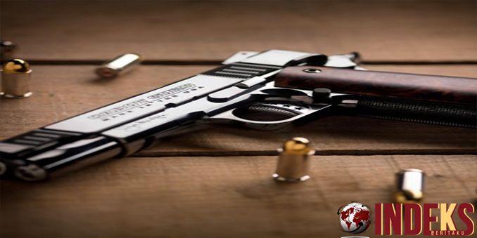IndeksBeritaku -Berita hari ini adalahDia kedapatan membawa senjata api dan magasin pistol berisi 21 amunisi. Satuan Reserse Kriminal Polres B, Baca Selengkapnya:  http://indeksberitaku.com/bawa-pistol-tkw-asal-ntb-diamankan-di-bandara-soekarno-hatta/
