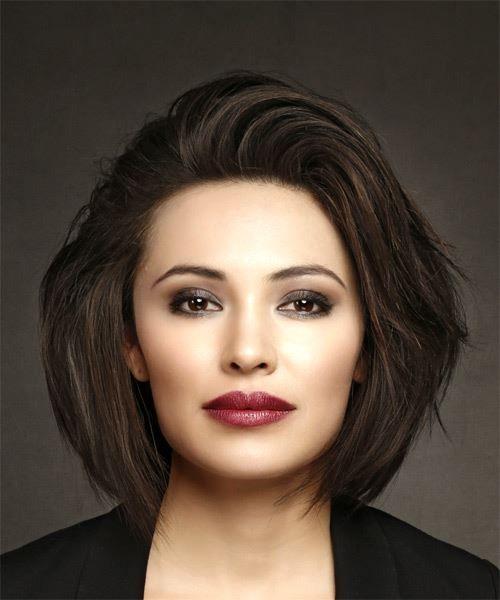 Mittel Gerade Lässige Bob Frisur – Dark Brunette Hair Color   – Agnes Szabo