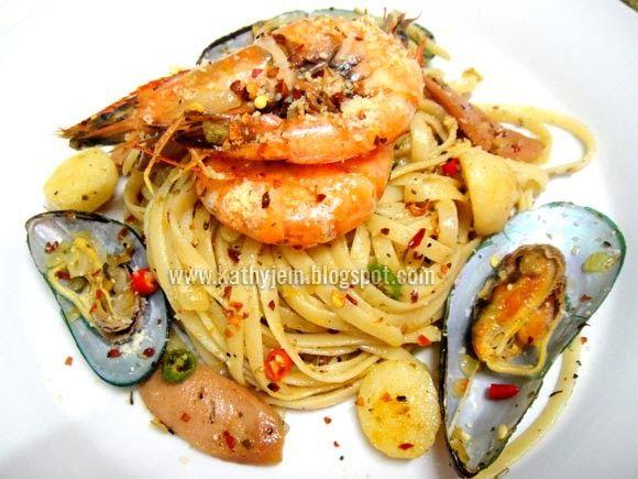 Sajer nak kongsi bahan Spaghetti Aglio Olio ni kat korang.. Setakat Spaghetti Aglio Olio ni kan jelah gigi jer kan.. Xper2 kot2 kat luar s...
