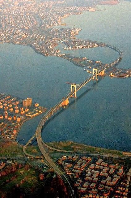 Throgs Neck Bridge, NY, USA.