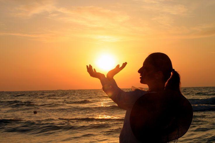 Girl Holding the Sun, Sunrise in my hand