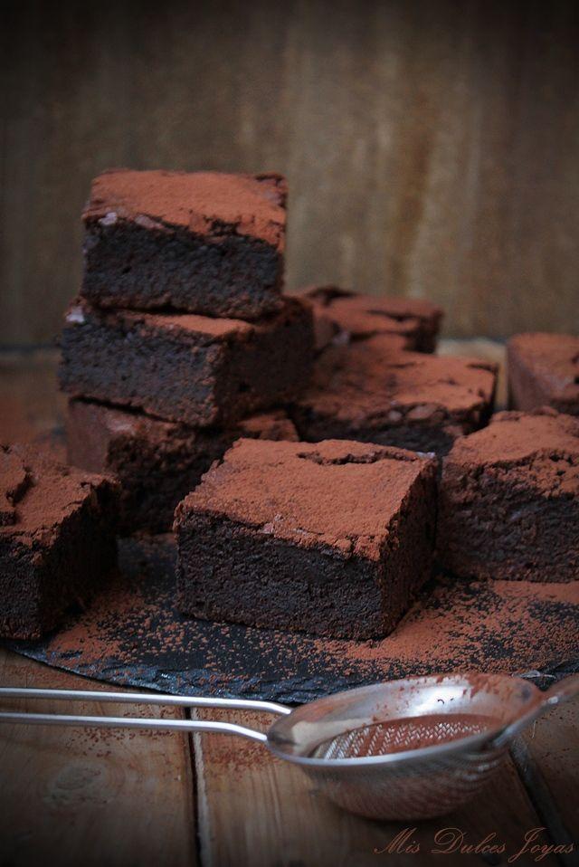 Brownie clásico - qué equilibrio más perfecto entre el sabor del chocolate y el dulzor que tienen estos brownies.