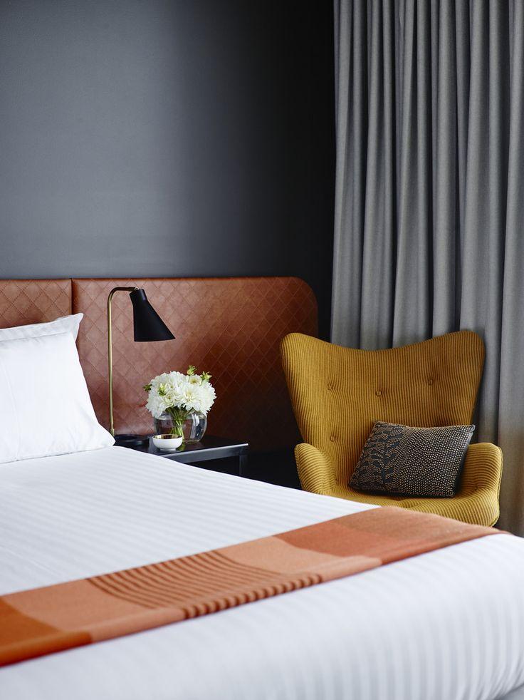Bedroom, Canberra Airport Hotel / Bates Smart