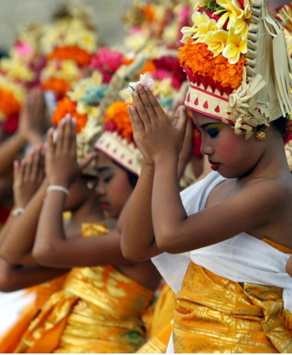 One of the most important celebrations in Bali is Galungan. Beginning March 27 this year, the festival symbolizes the victory of virtue (dharma) over evil (adharma). I'd love to spend a year festival hopping all over the world. What a great way to learn about new cultures!
