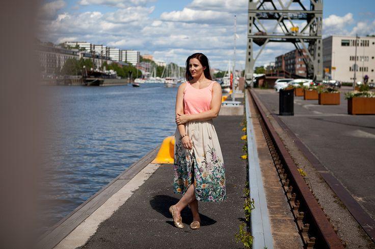 Flower Skirt | Brunette | Turku Finland Summer | Jadeyolanda.fi