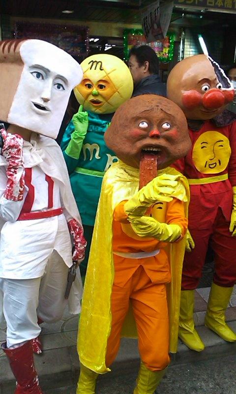 I don't understand this, but I love it. : アンパンマンとその仲間たち(コスプレ) REALアンパンマン…? 妖怪ストリートみたいやなぁ