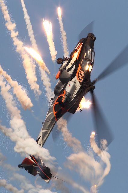 "Royal Netherlands Air Force   Boeing AH-64D Apache   301 SQN ""Redskins""   The Hawk Q-17   RNLAF Apache Solo Display Team 2013"