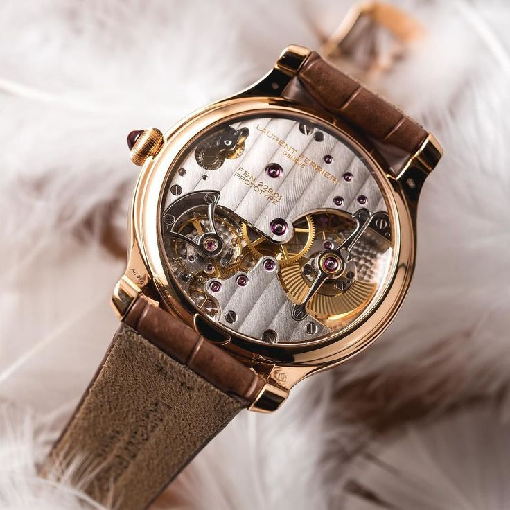 Fall in love with the Lady F Micro Rotor on her feather dress  #laurentferrier #galet #microrotor #luxury #gold #timepiece #watchlovers #watchaddict #womanstyle #thegoodlifeinc #watch #Independant #woman #style  #watchporn #watchofinstagram #instawatch #watchoftheday #feather #switzerland #geneva #swisswatch #lady #motherofpearl #watches #hautehorology #uhren #hautehorlogerie #luxurywatch #elegant Thank you @bexsonn