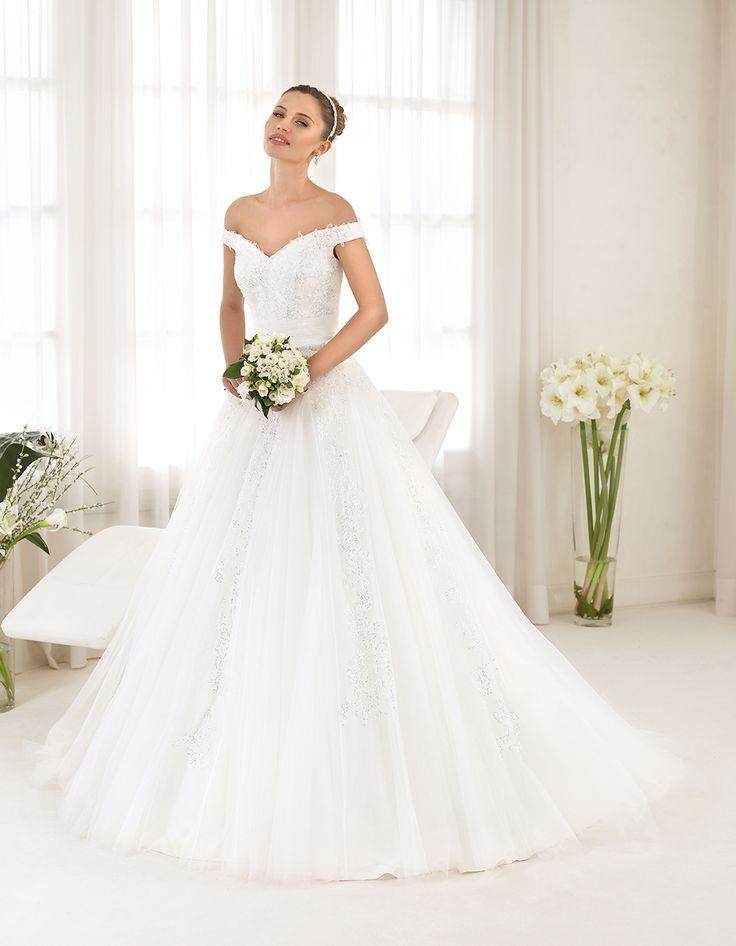 Abito da sposa Delsa, linea Maria Cristina 2016 F2213 Tulle e pizzo ricamato Colore: Bianco Seta  #delsa #delsa2016 #mariacristina #biancoseta #weddingdresses #bridaldresses #tulle #pizzoricamato