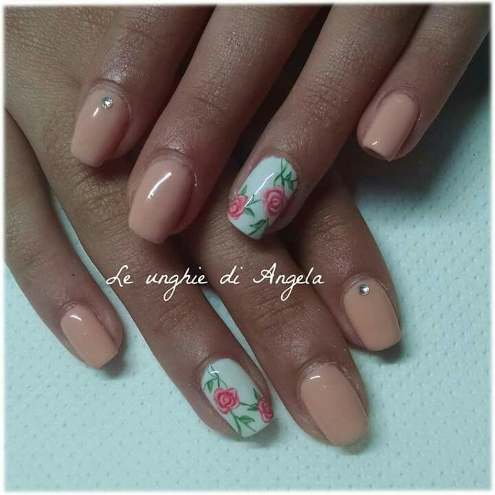 Peach gel polish and delicate roses