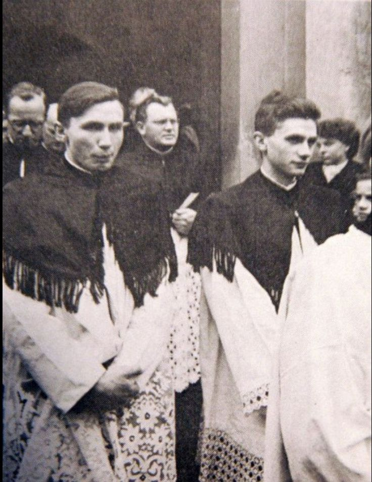 Die Brüder Joseph Ratzinger und Georg Ratzinger - Priesterweihe 1951 Freisinger Dom