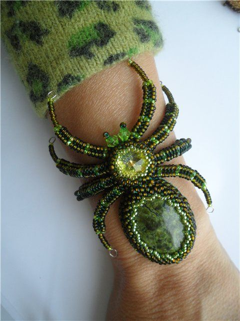 Spider bracelet | biser.info  gross but cool